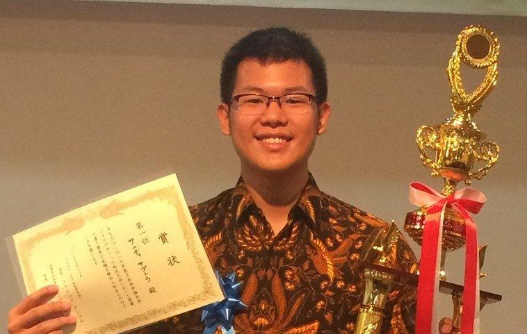 Sandy Saputra Juara 1 Lomba Pidato The Japan Foundation