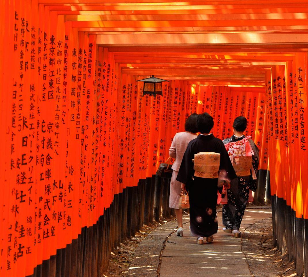 Mengenal Keindahan Fushimi Inari Taisha, Kuil dengan seribu gerbang dewa!